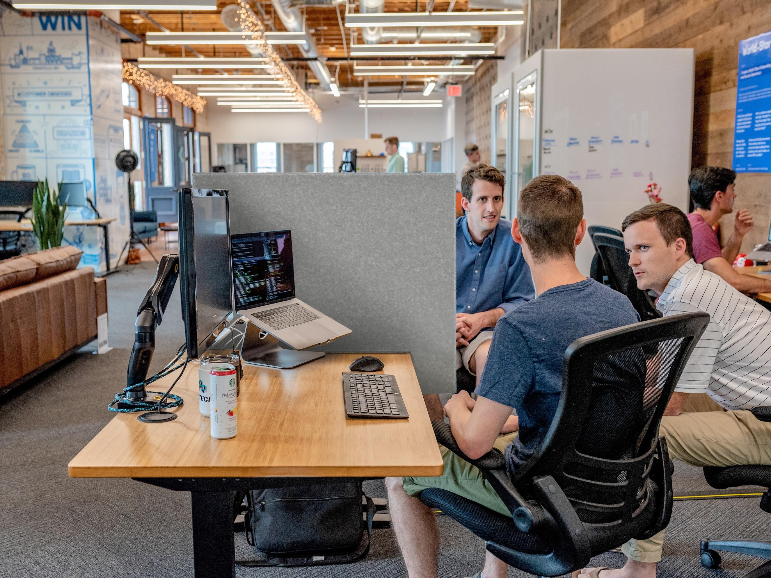 Calando Desk in Open Office